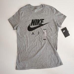 NWT NiKE Women T-Shirt - Size S